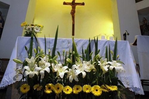 Resultados de la Búsqueda de imágenes de Google de http://media.casamientosonline.com/images/2011/6/arreglos_para_iglesias-1309281137_24685_grande.jpg