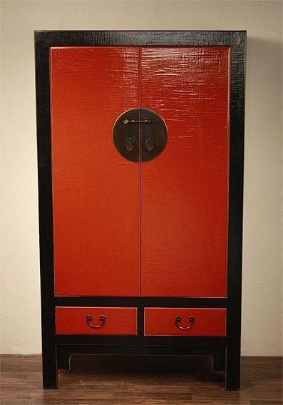XXL Riesiger Schrank. Der Klassiker aus China: Schwarz-roter Hochzeitsschrank