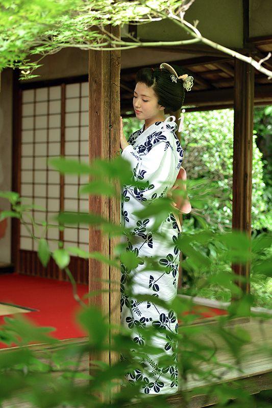 Maiko, Katsuna. Kyoto. Japan. 舞妓勝奈 桂春院・侘庭