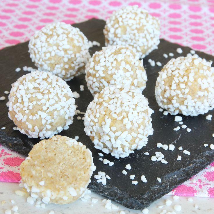 Vita chokladbollar – en ljus superläcker, god variant av havrebollar fyllda med vit choklad istället för kakao. Riktiga 10-poängare!