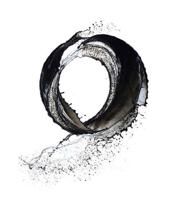 """Photo art of water! Kusho or """"Writing in the Sky"""" series by Shinichi Maruyamu. """"Liquids, like ink, are elusive by nature. As sumi ink finds its own path through the paper grain, liquid finds its unique path as it moves through air."""" – Shinichi Maruyama. [ the Shodo (Japanese Calligraphy)  Enso symbol which represents the """"expression of the moment""""  is captured in his photo]"""