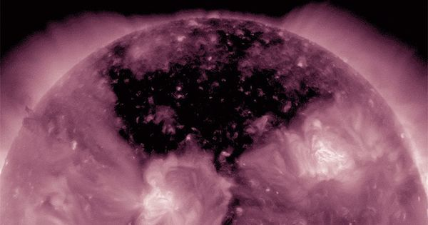 La NASA capta un gigantesco agujero en el sol que emite viento solar tres veces más rápido