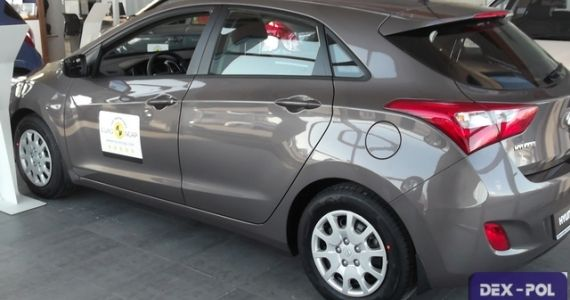 Hyundai i30 1,4 MPI benzyna (100KM) wersja Classic Plus Kolor: CASHMERE BROWN Wnętrze: Ciemne cena samochodu z lakierem metalik -63,700zł Rabat 5000zł Cena po rabacie wynosi-58,700zł  http://hyundai.lubin.pl/oferta/hyundai-i30-2014r/20