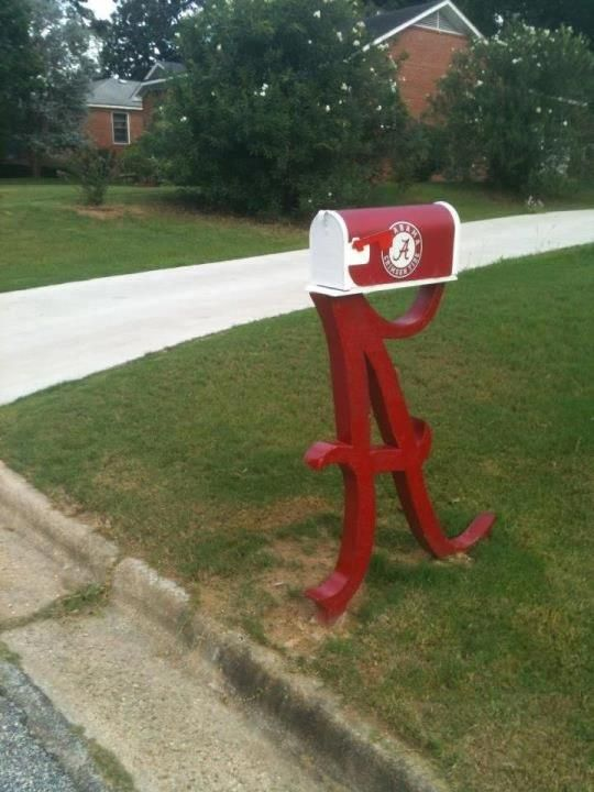 Roll Tide Mail Box!   I would love this but since I'm not living in Tide country, it would probably be destroyed