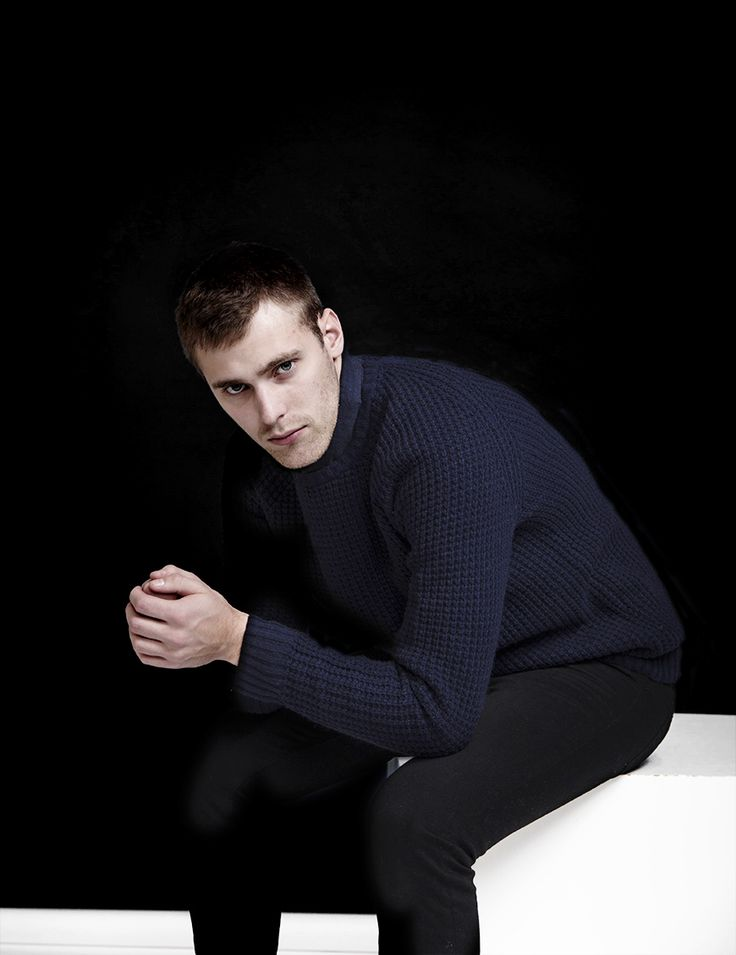 RVLT - men's fashion. Lambswool/nylon knit raglan crew with structure - RVLT's take on a 70's inspired knitted sweater.