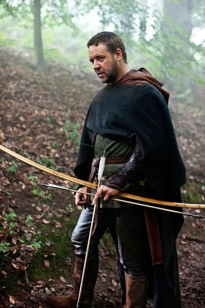 """Russell Crowe in """"Robin Hood"""" (2010). DIRECTOR: Ridley Scott."""