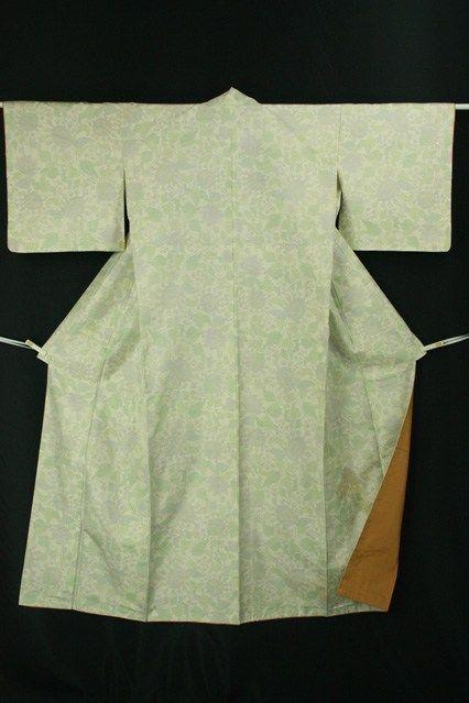 White tsumugi komon / 白地 淡い緑の花柄 紬小紋   #Kimono #Japan  http://www.rakuten.co.jp/aiyama/