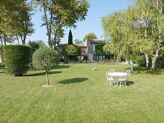Nice property near Avignon and Ilse-sur-la-Sorgue.  Have contacted owner for more details.