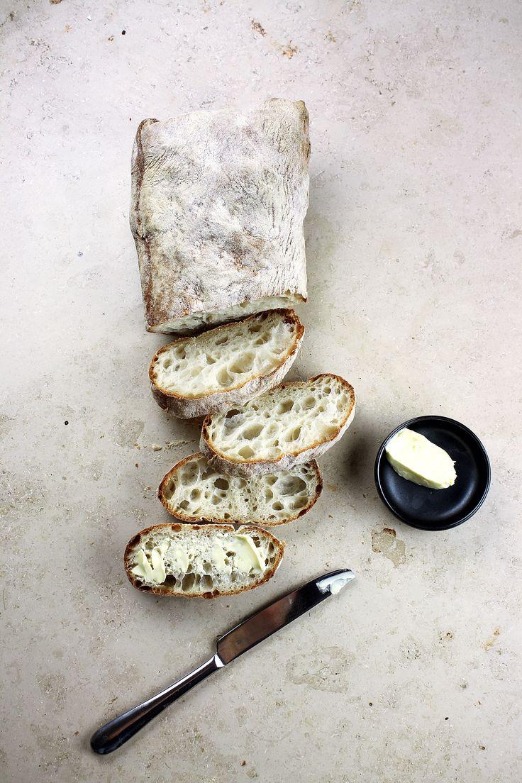 Pieczenie chleba we własnym domu to nie tylko moda. To przede wszystkim świadoma i zdrowa dieta, bez polepszaczy i wzmacniaczy smaku. Komu kromkę chleba z masłem? #finuu #finuupl #przepisy #chleb #Pieczywo #baked #breakfast #sniadanie #inspiracje #homemade #handmade #diy #butter