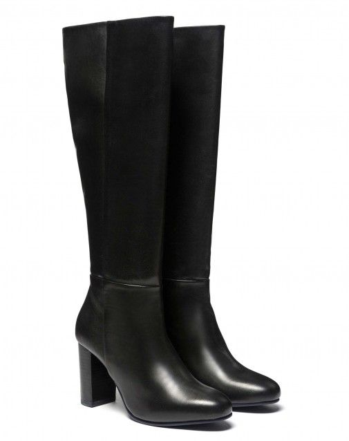 Shop Genuine leather boots Black for SHOES at the official United Colors of Benetton online shop.