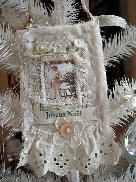 Joyeux Noel ornie by ArtJoyStuff, via Flickr