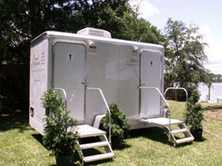 32' Royal Manhattan Restroom Trailer Portable toilet