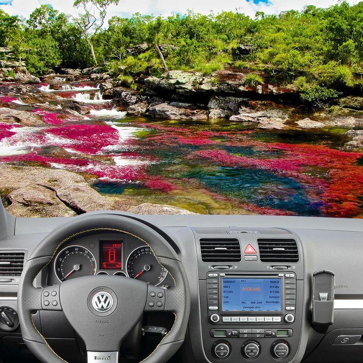 """Cambia scenario. Caño Cristales scorre in Colombia. I suoi colori pazzeschi sono dati dall'alga """"macarenia clavigera"""" che cresce tra luglio e novembre. In quel periodo il fiume si trasforma in un arcobaleno liquido di 90 km! Ci andiamo a bordo di un #autounica?!"""