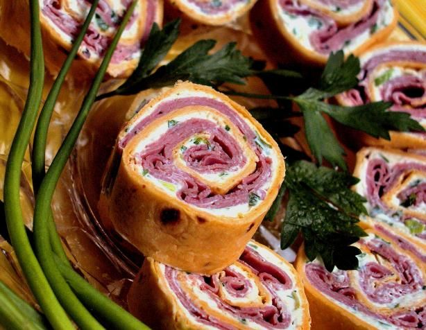 """Roast Beef Horseradish Spirals from Food.com: Very attractive looking appy! and good too. Had some ladies over for a """"crafty evening"""", making little Christmas thingies, the spirals went over big, and the ladies took the recipe, from """"Women's world""""."""