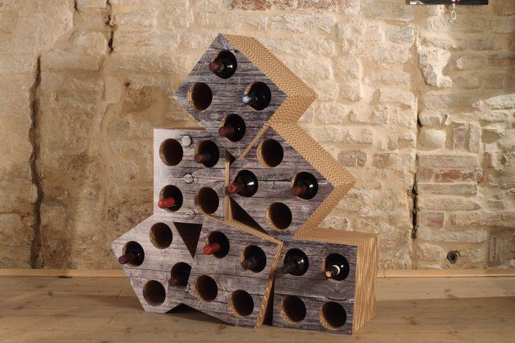 """#chaos #portabottiglie #cardboard #madeupdesign Vuoi un pò di disordine controllato? Il Portabottiglie """"Chaos"""" è quello che ti serve per tenere il tuo vino sotto controllo! Struttura in cartone multistrato triplaonda e rivestimenti in plexiglass con texture personalizzate che riproducono differenti materiali (legno, ruggine, ferro…)."""