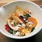 Witlofsalade met feta, sinaasappel en walnoten van restaurant Moro recept - Salade - Eten Gerechten - Recepten Vandaag