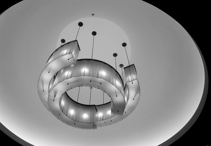 3form ROUND AND LINEAR CHANDELIERS (scribble honey & khaki). This elegant series, designed for a restaurant in New York City. Layers of Varia Ecoresin give the impression of antique bronze and porcelain while offering the flexibility needed to create dynamic shapes. #MaterialRepublic #3form #Lighting #InteriorDesign