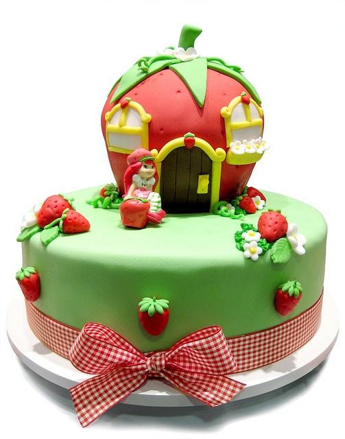 Morri!!!!! Lembrei na hora do meu bolo de 8 anos que teve o balanço da Moranguinho em cima. Foi menos bonito, mas não menos amado.