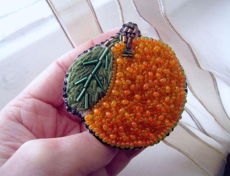 Купить Брошь Мандарин - брошь, брошь ручной работы, брошь бисерная, мандарин, апельсин, оранжевый
