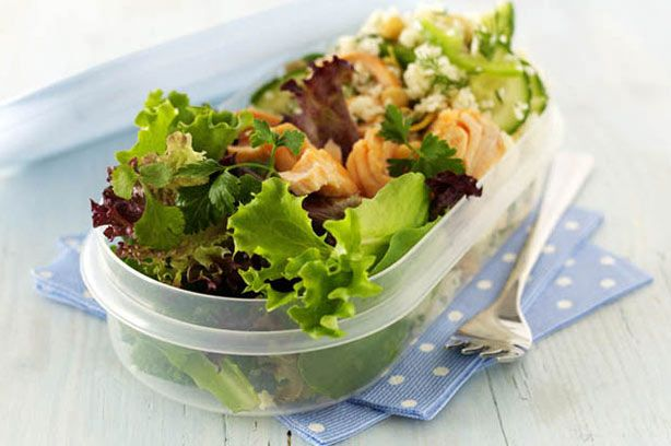 This flavoursome couscous salad with chickpeas and omega-3-rich salmon is quick to prepare and full of health-boosting ingredients. Tuck in!