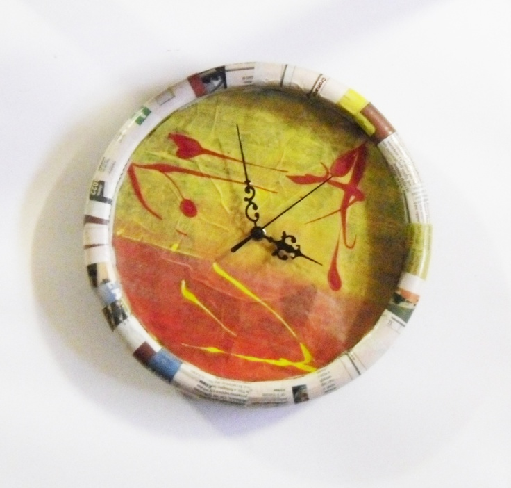 """All'interno del quadrante, presenta una decorazione pittorica ispirata alla tecnica del """"dripping"""" (sgocciolamento) molto usata da Jackson Pollock."""