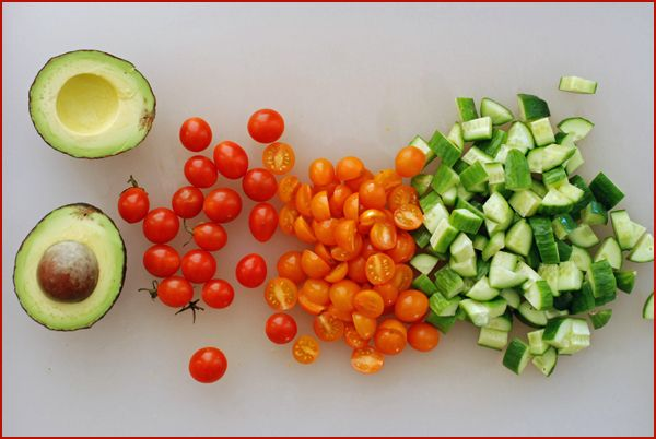 how to cut tomato for israeli salad
