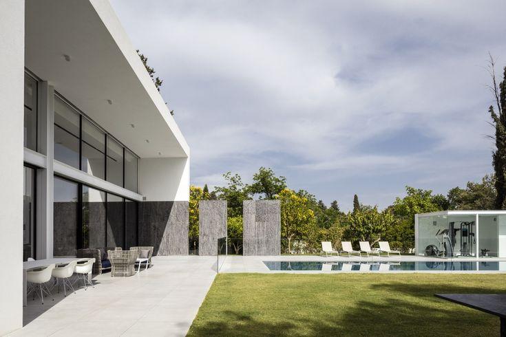 Gallery of F House / Pitsou Kedem Architects - 37