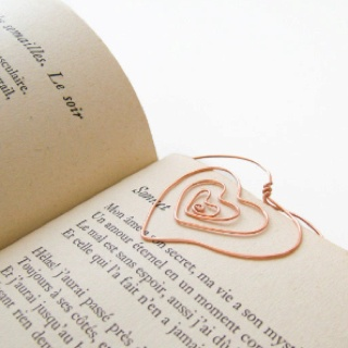 Twisted wire bookmarker