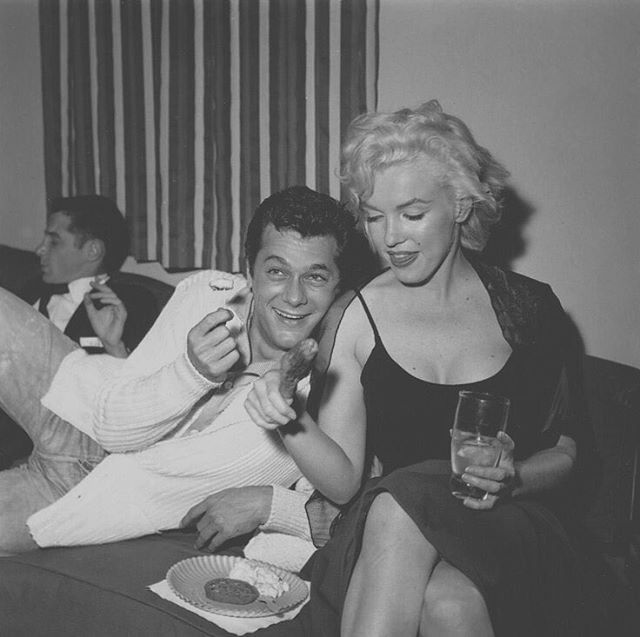 Marilyn and Tony Curtis at a birthday party at Sammy Davis Jr's home, December 8th, 1954 🌷 - - #mm #legend #beautiful #icon #iconic #marilyn #monroe #marilynmonroe #normajeane #normajeanebaker #oldhollywood #OH