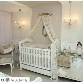 Quartinho cheio de amor da princesa Geovanna!!! #Repost @be_a_family ・・・ Quarto de princesa para #inspiracao! !! Foi desenvolvido em tons pastéis e branco, onde a renda se tornou protagonista, presente no papel de parede e em todo enxoval. #fornecedores _ @tuttopetit @bm_iluminacao @papyrusmaison @maisonvictoria_bebe #repost _ @ponto3arquitetura #curitiba #brasil #baby #momtobe #family #babyroom #nursery #arquitetura #beafamily #decoracao #nurseryideas #quartodebebe #decor