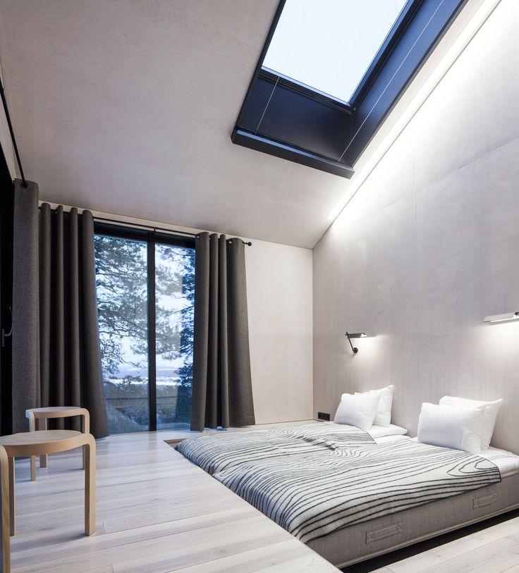 Продолжив славную традицию домиков на дереве, архитектурное бюро Snøhetta построило на высоте 10 метров над землей «Седьмую комнату» (The 7th Room) для шведского Treehotel. Архитекторы максимально приблизили домик к окружающей его природе, стерев все границы между внутренним пространством и уникальным лесным ландшафтом: огромные окна, «сетчатая» терраса и дерево, вырастающее прямо из домика.