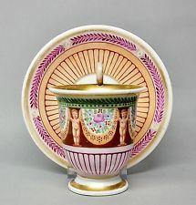 #C1 Biedermeier Vitrinentasse mit nackten Knaben, um 1850