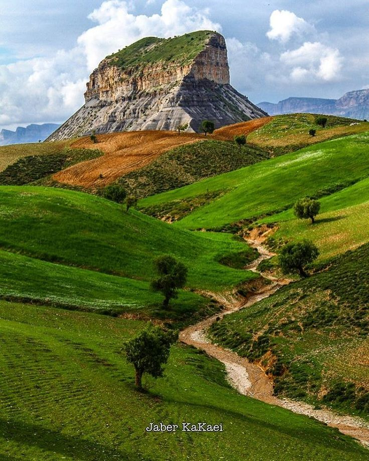 Ghala Ghiran Mountain, Ilam province, Iran (Persian: کوه قلاقیران از کوههای استان ایلام در غرب ایران است.کوه قلاقیران را به لحاظ جلوهای طبیعی باید در زمره یکی از بهترین نقاط کوهستانی کشور به شمار آورد. این کوه در ۳ کیلومتری شهر ایلام قرار دارد) Photo by Jaber Kakaei