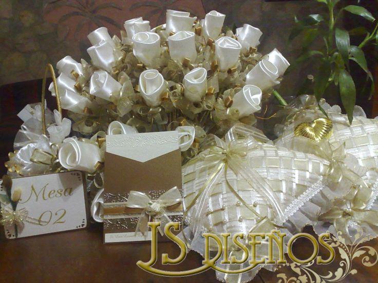 Cojines de Boda, Rosas Arroceras, Identificadores de Mesa e Invitacion