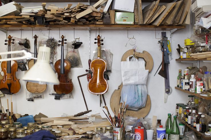 We were welcomed into Claudio Arezio's ‪#‎Workspace‬ where world-class instruments are made in the heart of Florence :: http://pers.sl/ag65