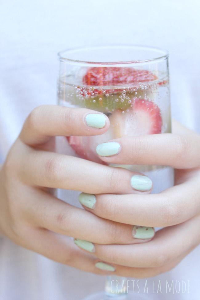 Crafts a la mode : Frozen Fruit Detox Ice Cubes