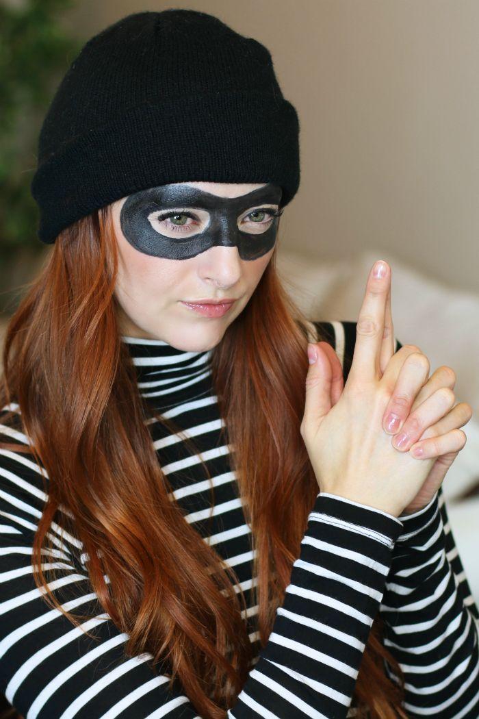 Quick & Easy Robber Halloween Costume #DIY #HalloweenCostume