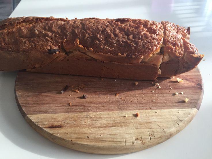 Koemelkvrije cake. Koopmans boerencakemix gebruikt: boter vervangen voor 2 jonagold appels, gekookt en gepureerd. Iets droger, maar erg lekker!  Kids smullen er goed van.