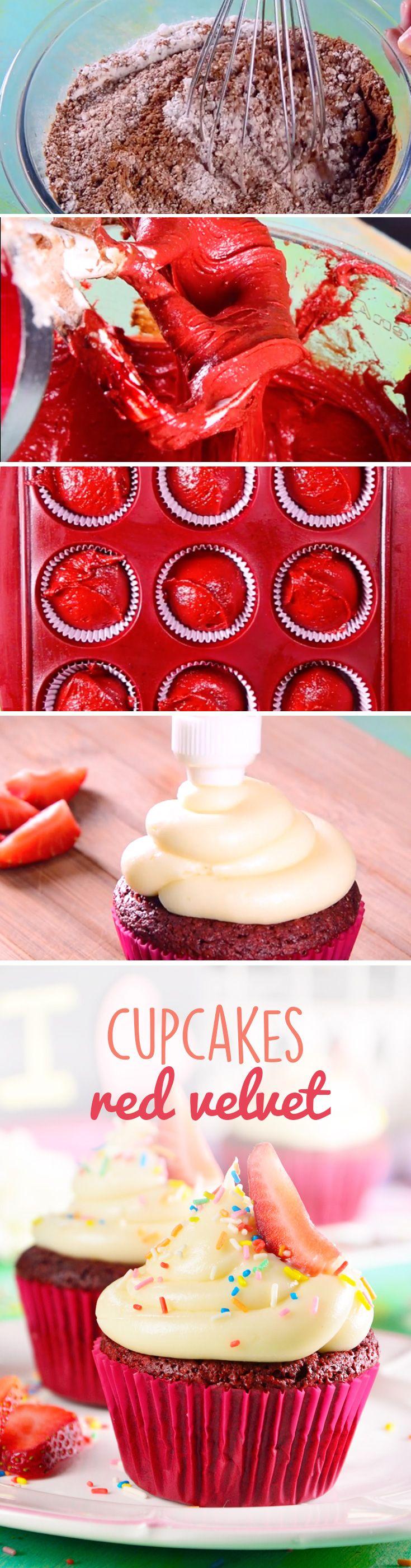 Esta receta de cupcakes red velvet es perfecta para regalar a tus amigos en #sanvalentin o Navidad. El betún de queso y su sabor a chocolate amargo es capaz de enamorar a cualquiera.