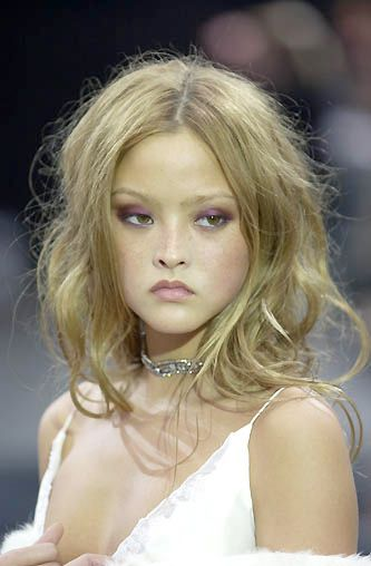Richard Tyler 2001 - bed head blond tousled hair, sexy. clubby, 4am hair, 2001 Fall Runway Show. Model: Devon Aoki, Hair: Nicolas Jurnjack, Fashion Week NYC