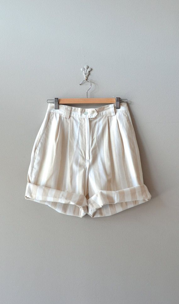 These vintage 1980s baggy striped white and cream linen shorts. My IG: @thelouisegunn