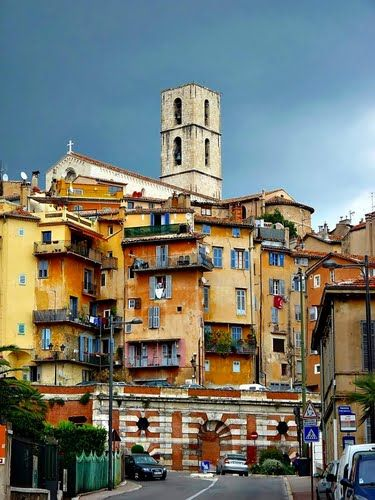 When it comes to the art of perfumes, no country ranks more highly than France.  Many of the greatest names in the perfume industry, Chanel, Christian Dior or Estée Lauder are French.  We invite you to Grasse -city that has had a prospering perfume industry since 18th century.
