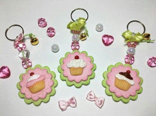 Chaveiro cupcake de biscuit