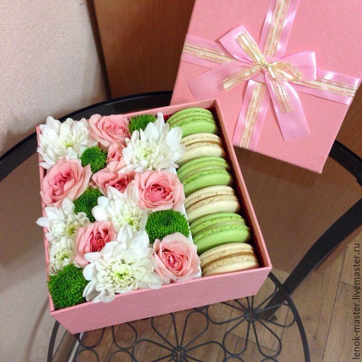 Купить Коробка с цветами и макаронс - розовый, коробка с цветами, цветочная коробка, макаронс, макаруны