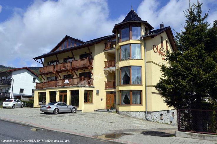 Willa Magnat ZAPRASZA do Szklarskiej Poręby. Obiekt jest położony blisko centrum, w pobliżu znajduje się sklep oraz wyciąg orczykowy. Więcej na: http://www.nocowanie.pl/noclegi/szklarska_poreba/willa/85924/