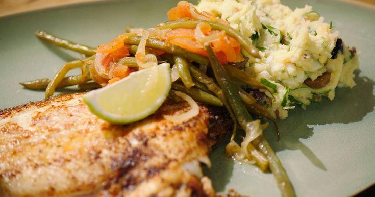 Een puree met alle ingrediënten van een salade Niçoise en een lekker stuk gebakken vis. Tongschar is een mooie platvis uit de Noordzee die bijna het hele jaar door verkrijgbaar is.
