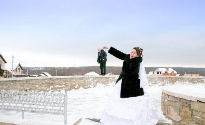 Una selezione delle foto di nozze più divertenti del web.Qualunque sia la motivazione che li spinga a prestarsi a certi fotomontaggi, noi di Coi Fiocchi...