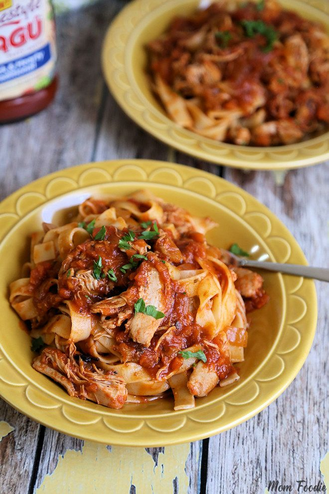Slow Cooker Chicken Thigh Bolognese Ragu Pasta Sauce Recipe from @momfoodie