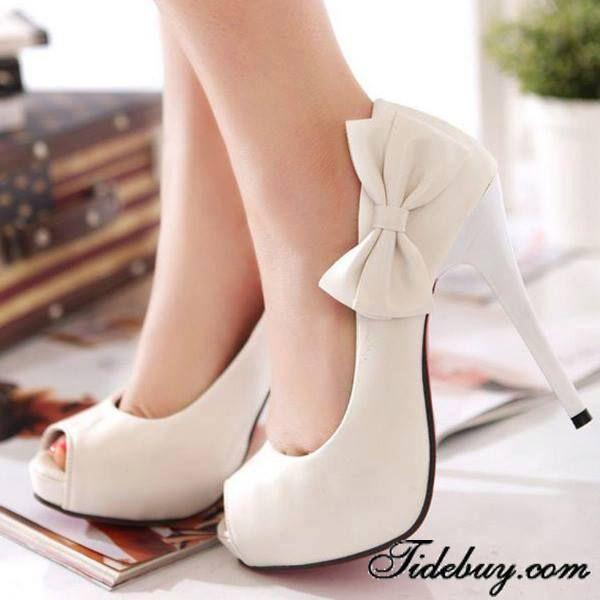 #Zapatos de taco blancos con #moñito