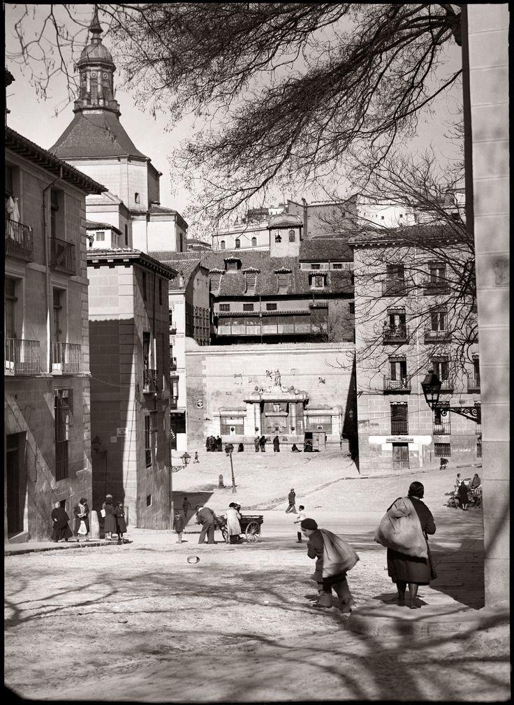 Vista de la plaza de la Cruz Verde desde la Plaza de la Paja Diego González Ragel Madrid, 1931-1933